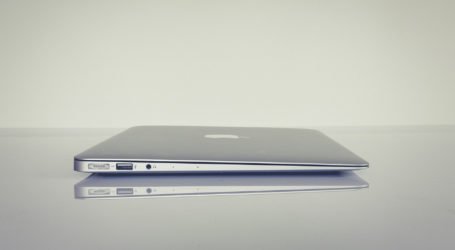 Apple launches ultra-thin laptop